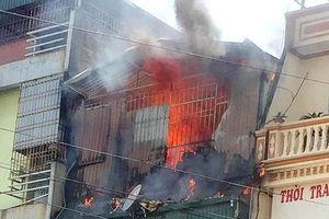 Thanh Hóa: Ngôi nhà 4 tầng cháy dữ dội, cả phố náo loạn