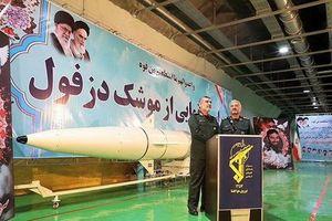 Iran tuyên bố có hai 'vũ khí bí mật', dọa đánh chìm tàu sân bay Mỹ