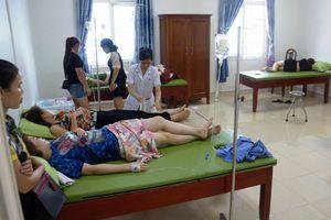 Thanh Hóa: 50 người nhập viện sau khi ăn hải sản