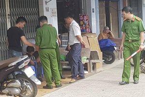 Nam thanh niên bị đâm tử vong khi uống cà phê trên phố