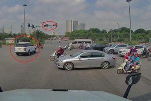 Vượt đèn đỏ, Range Rover gây tai nạn tại HN