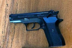 Rút súng bắn chỉ thiên để giải quyết mâu thuẫn