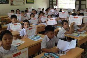 Lớp 42/43 học sinh giỏi: Đường giật lùi của giáo dục?