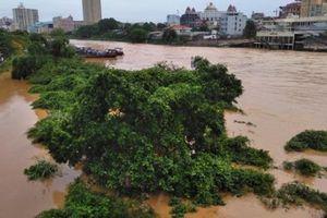 Lũ tràn sông Ka Long khiến hàng chục con đò chìm, 1 người mất tích