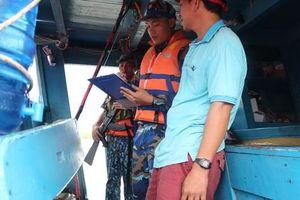 Cảnh sát biển 'vén màn bí mật' bên trong con tàu mang biển số giả