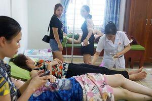 Hơn 60 khách du lịch biển Hải Tiến nghi ngộ độc thực phẩm