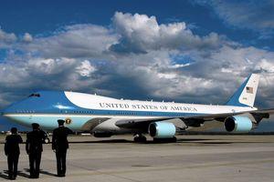 Nhân viên Nhà Trắng thừa nhận nỗi khổ khi đi Không lực Một