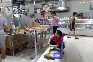 'Tàn phá' siêu thị Auchan: Hơn cả trộm cắp