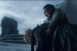 Jon Snow giết Mẹ Rồng tập cuối 'Game of Thrones' gây tranh cãi dữ dội