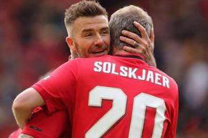Beckham vững phong độ, Solskjaer bạc trắng đầu sau 20 năm