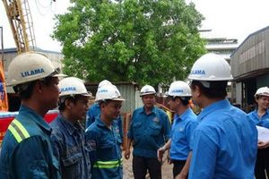 Công đoàn Xây dựng Việt Nam tặng quà cho CNLĐ
