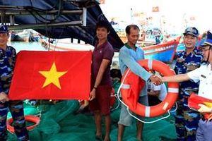 Giúp ngư dân vững tin vươn khơi, bám biển