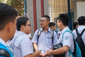 Đề Toán chuyên lớp 10 Trường Phổ thông Năng khiếu được điều chỉnh ngay trong giờ thi