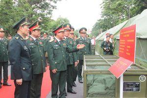 Quân đội Trung Quốc tặng Việt Nam trang bị y tế, tìm kiếm cứu nạn
