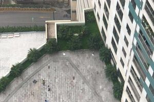 Người đàn ông rơi từ tầng 22 chung cư Mipec Long Biên xuống cạnh bể bơi tầng 6 tử vong