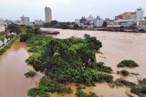 Thành phố Móng Cái tan hoang sau trận mưa lớn