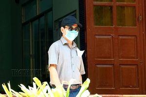 Bị can Nguyễn Hữu Linh bịt khẩu trang đến tòa