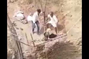 Giải cứu cụ bà 85 tuổi rơi xuống giếng sâu gần 20 mét ở Ấn Độ