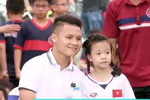 Clip: Dàn sao của Hà Nội FC tươi như hoa khi giao lưu cùng fan nhí