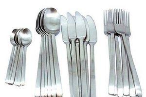 Người đàn ông Ấn Độ nghiện ăn bàn chải, thìa, dao dĩa