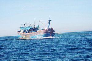 Cứu hộ thành công tàu cá cùng 17 thuyền viên gặp nạn trên biển