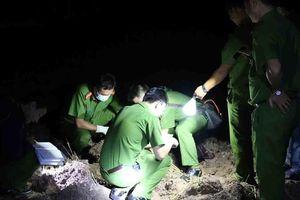Hai vợ chồng trẻ bị điện giật tử vong khi đi gặt lúa