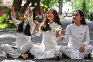 Nữ sinh Quốc học Huế xinh tươi ngày ra trường