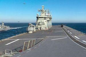 Tàu Trung Quốc đeo bám tàu Úc ở biển Đông