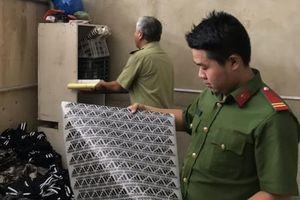 Phát hiện trên 1.100 sản phẩm quần áo giả nhãn hiệu
