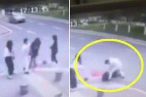 Cô gái bị người đàn ông lạ mặt xông ra đâm chết trên đường, nguyên nhân phía sau mới thực sự đáng sợ