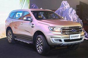 Giá xe ô tô Ford Everest giảm sốc 130 triệu đồng, cam kết bán xe 'không kèm lạc'