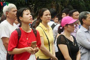 Phụ huynh, sĩ tử căng thẳng chạy đua suất vào trường chuyên ở Hà Nội