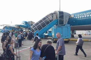 Hơn 200 khách VNA trễ bay 30 phút vì chờ... khách VIP