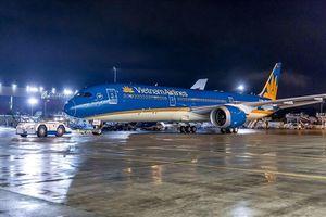 Mưa lớn tại TP HCM, nhiều chuyến bay đã bị hoãn, hủy