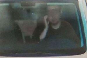 Chỉ 'gãi' mặt khi lái xe, người đàn ông cũng bị phạt