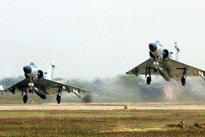 Quân đội Ấn Độ bối rối với quan điểm 'mây mù che mắt radar' của Thủ tướng Modi