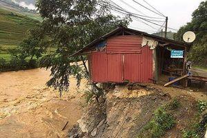 Mưa lốc xoáy khiến 1 người chết, gần 50 ngôi nhà tốc mái