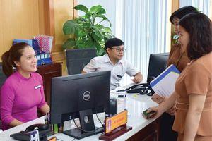 Thừa Thiên Huế: Cán bộ không đeo tai nghe trong giờ làm việc, mỉm cười khi tiếp đón công dân