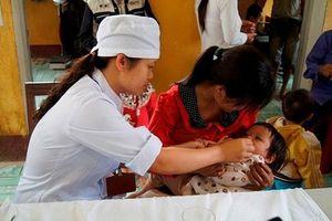 Hà Nội cho trẻ uống vitamin A miễn phí