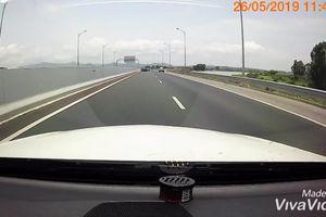 Pha quay đầu 'liều chết' trên cao tốc Hải Phòng-Quảng Ninh