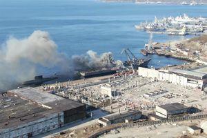 Tàu đổ bộ của Nga bốc cháy ngùn ngụt ở cảng Severomorsk