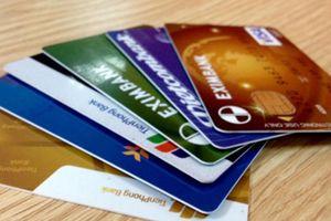 Ai phải trả chi phí làm thẻ ATM công nghệ chip?