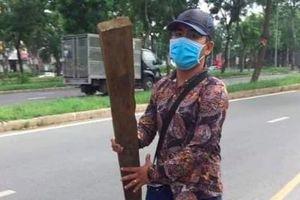 Tố cáo hành vi lạ của nam thanh niên gần chốt CSGT, một người dân bị đánh tơi tả