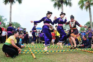 'Ngày hè của em' tại Làng Văn hóa - Du lịch các dân tộc Việt Nam