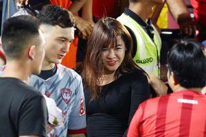 Văn Lâm lần đầu xuất hiện cùng bạn gái tin đồn trước King's Cup