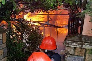 Cháy căn nhà 3 tầng trong hẻm ở Sài Gòn