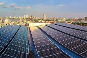 Đà Nẵng: Hộ gia đình lắp hệ thống điện mặt trời áp mái để giảm tiền điện