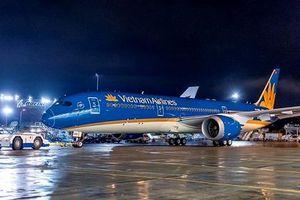Vietnam Airlines lên tiếng việc 200 hành khách đợi 1 người