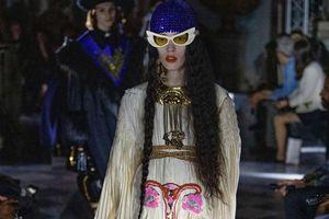 Nhà mốt Gucci gây tranh cãi khi thêu hình tử cung lên váy