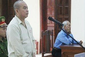 Bất ngờ hoãn xét xử bị cáo kêu oan vì bị buộc tội hại chết mẹ
